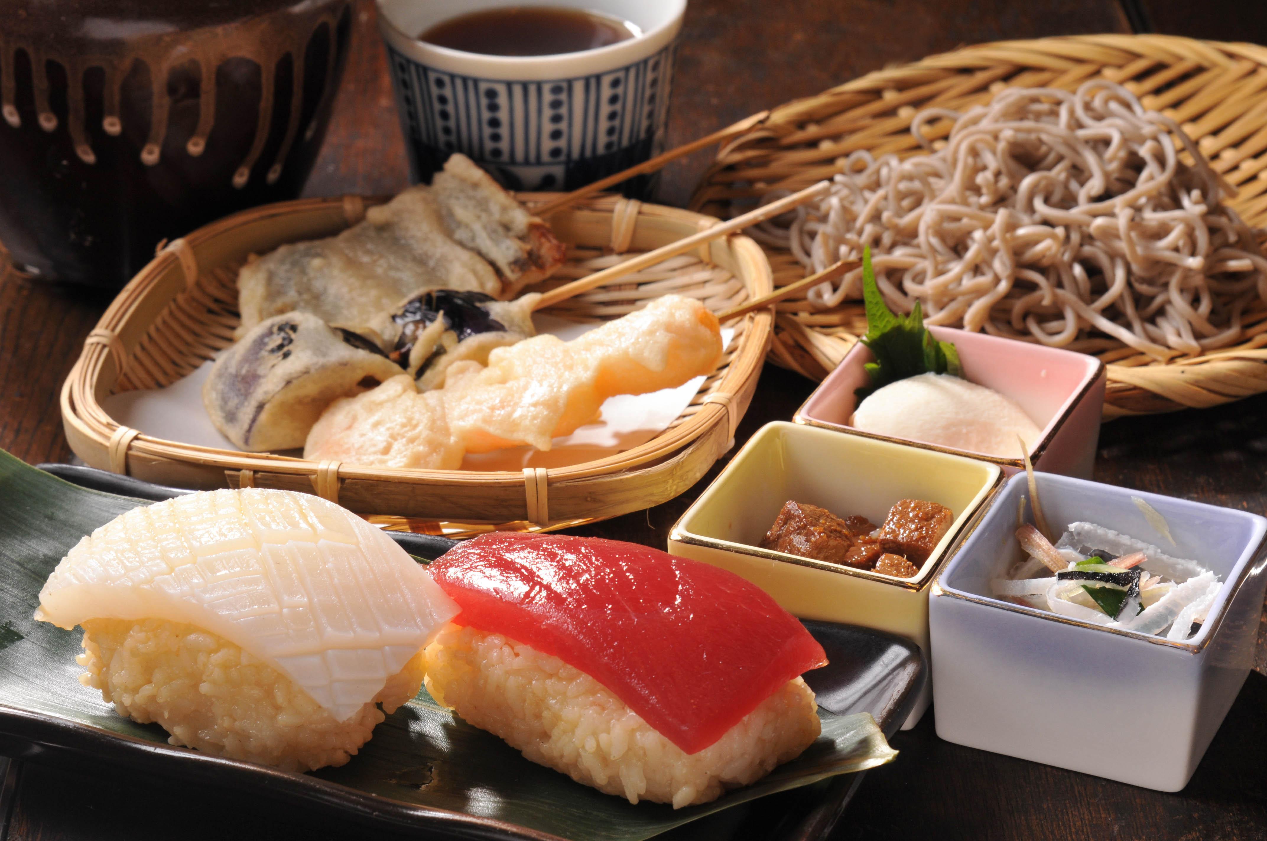 【PR】江戸っ子たちが舌鼓を打った、寿司・天ぷら・蕎麦の三大屋台料理を再現!
