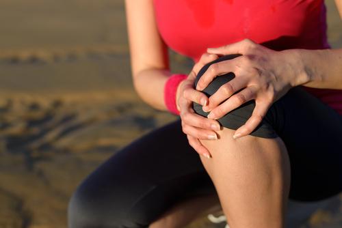 年を取ってくるとだんだんと関節の中にある軟骨がすり減ってきてしまいます