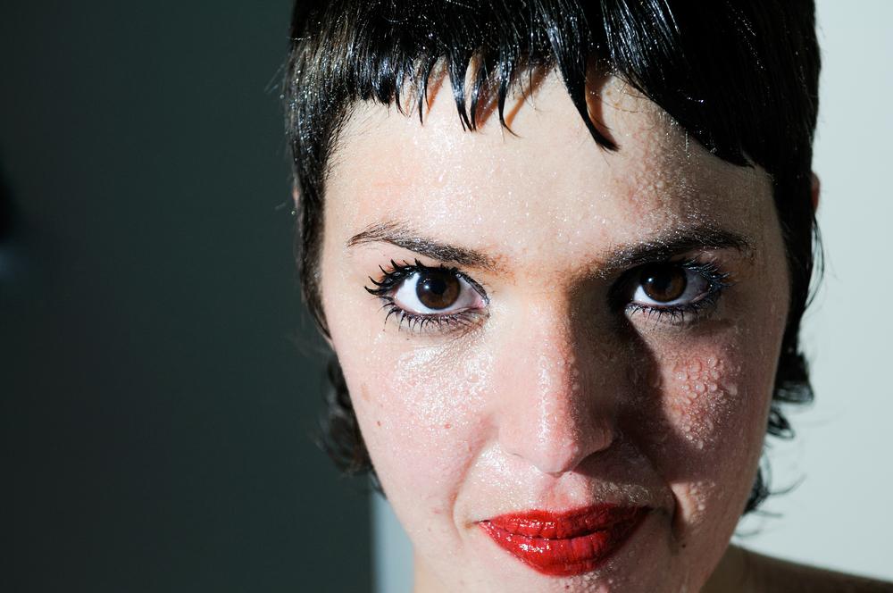 【顔汗を止める方法】顔面多汗症とは?顔汗のツボ、また、顔汗用制汗ジェル「サラフェプラス」の口コミを紹介します