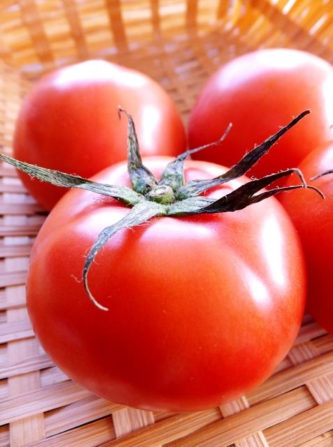 トマトの抗酸化作用でシミ予防