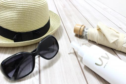 髪の毛を守るためには帽子で紫外線を防ぐ