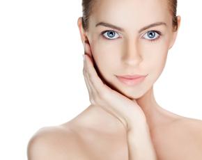 40代におすすめの基礎化粧品:シミ・くすみ・毛穴ケア・透明感のある肌を取り戻すためにできること・基礎化粧品 草花木果の紹介