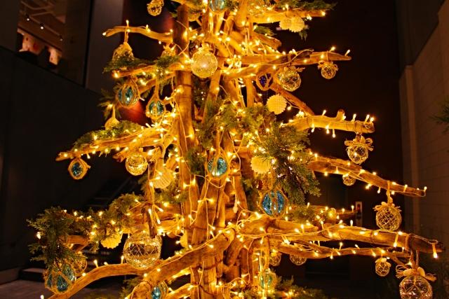 流木を使ったクリスマスツリー