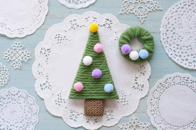 毛糸を編んで作るクリスマスツリー